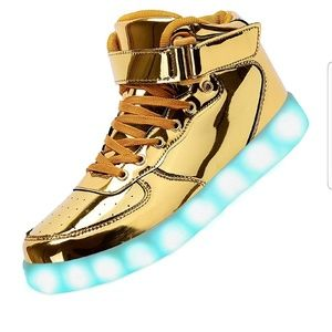 Nwt LED high tops, size 9.